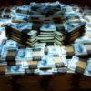 Нормально ли, что в домах чиновников находят мешки денег? Это... отлично!