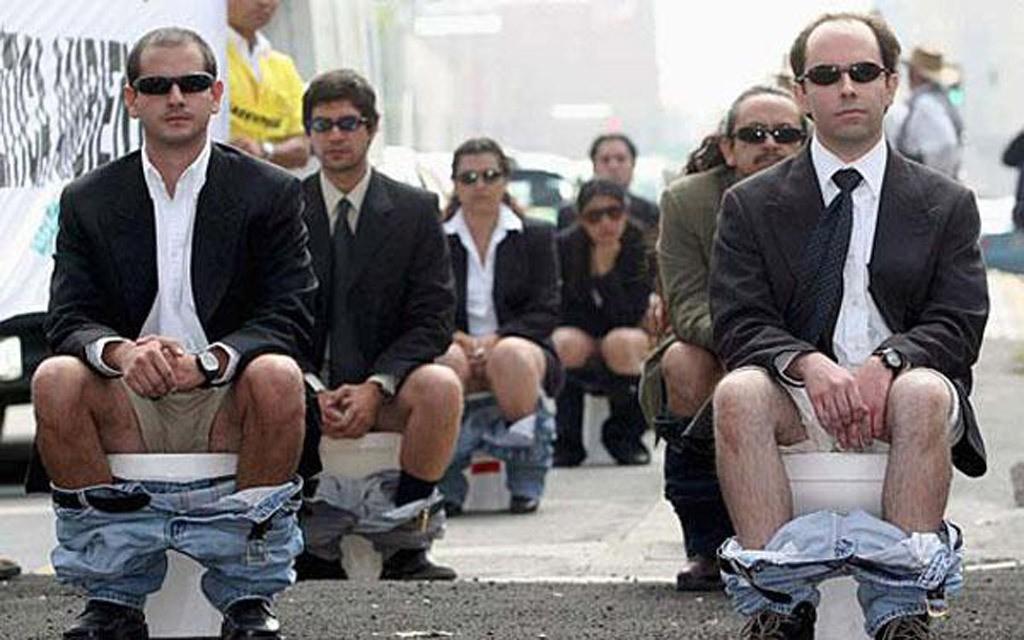 В Германии суд разрешил мужчинам мочиться стоя, а вот в Швейцарии не всё так просто...