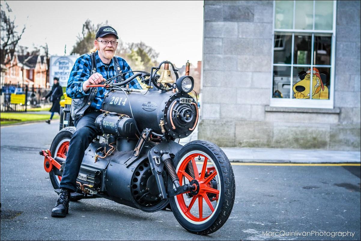 Мотоцикл на угле