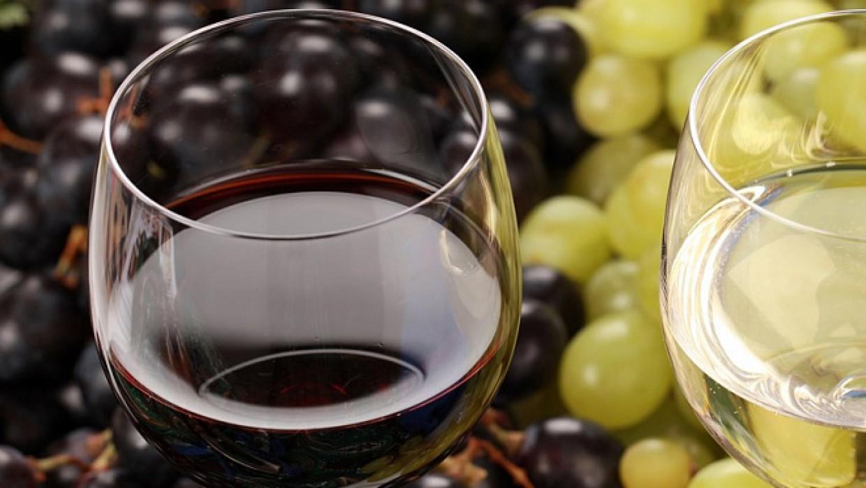Красное вино и еще три продукта помогут нормализовать повышенное давление
