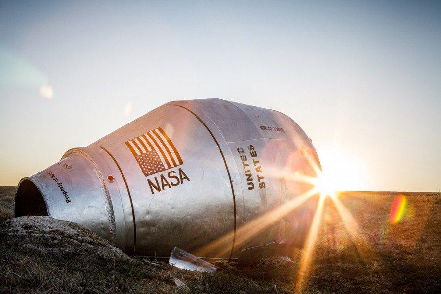 Космический корабль НАСА в канаве