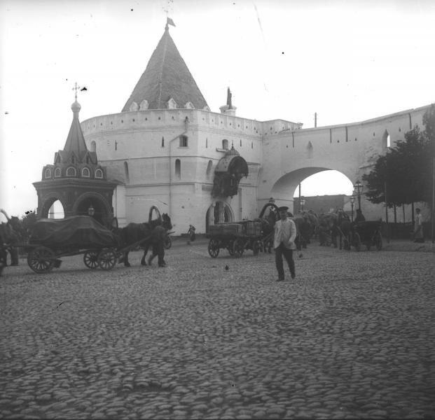 Варварские ворота Китай-города в дни коронации Николая II Неизвестный автор, май 1896 года, г. Москва, пл. Варварские Ворота, МАММ/МДФ.