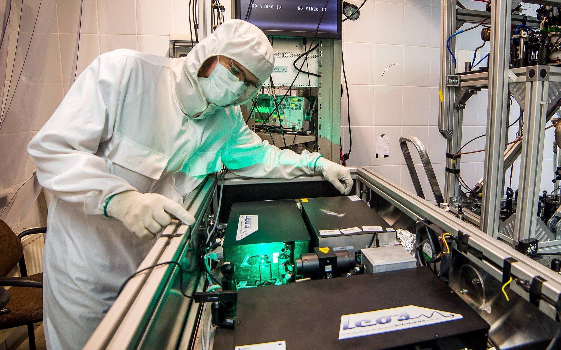 Мощный лазер произвел антиматерию из вакуума