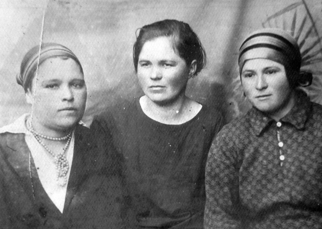 Лица эпохи Неизвестный автор, 1 мая 1938 - 28 августа 1941 года, Куйбышевская обл., из архива Дарьи Микацадзе.