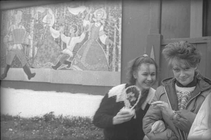 У сельского клуба Виктор Ершов, 1989 год, Ивановская обл., МАММ/МДФ.