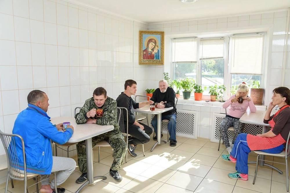 Как помочь бездомному: список бесплатных ночлежек по всей России