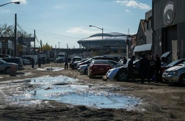 Типичный городок в глубинке США. Ремонтом асфальта «глубинные» американцы заморачиваются нечасто