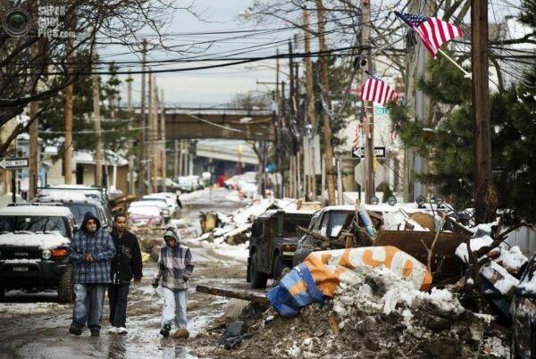 А это американский пригород, хотя и не глубинный, но такой же «депрессивный»