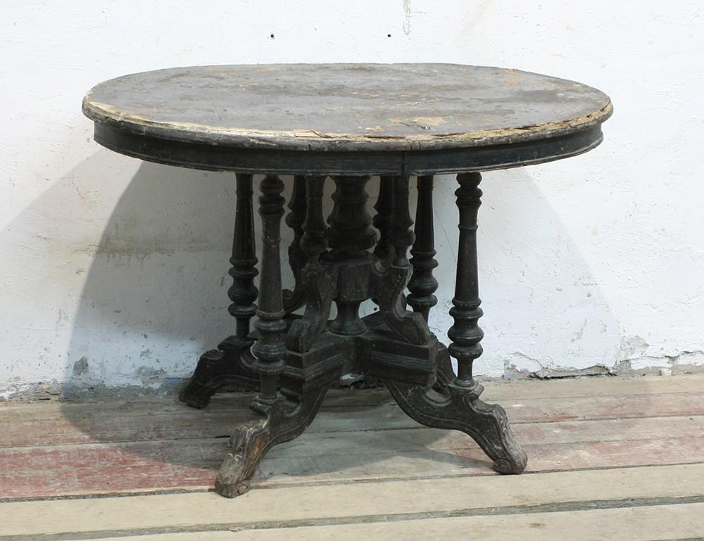 Круглый стол овальной формы Достоевского