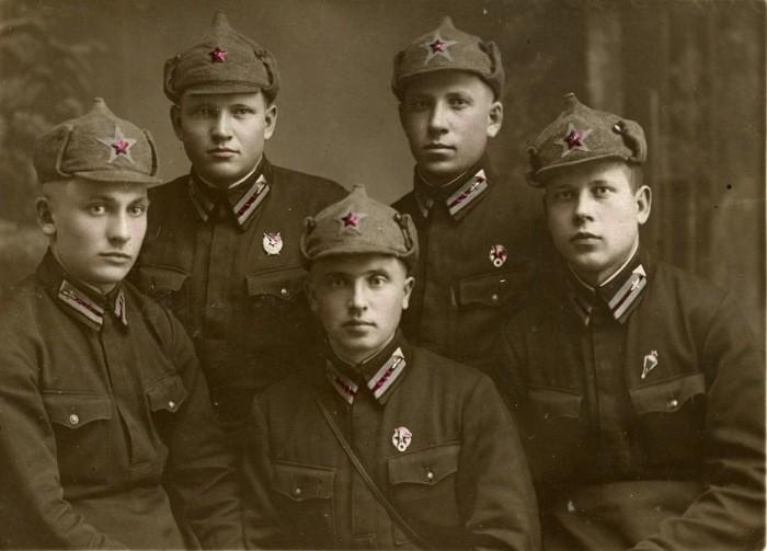 Буденовка имела и другие названия «богатырка», «фрунзенка», официально это был суконный шлем / Фото: smolbattle.ru