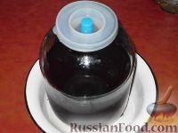 Фото приготовления рецепта: Вино из клубники - шаг №6
