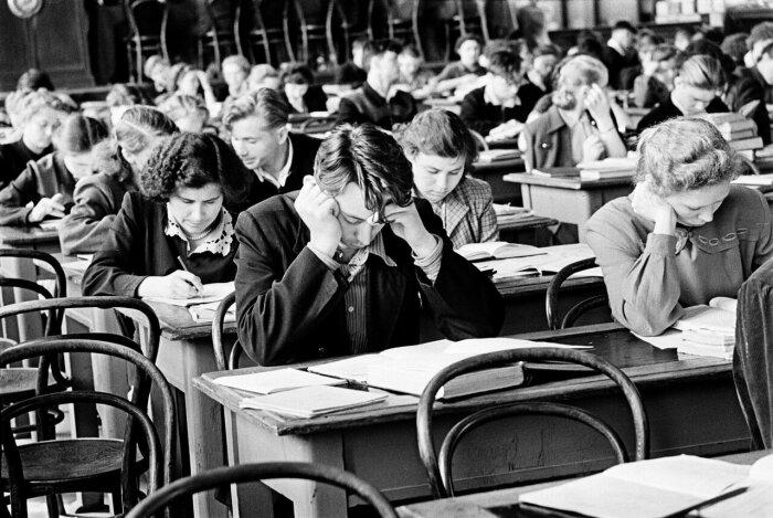 Когда в СССР старшеклассники и студенты платили за обучение