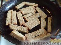 Фото приготовления рецепта: Гренки с чесноком - шаг №3