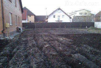 Почва, вспаханная культиватором