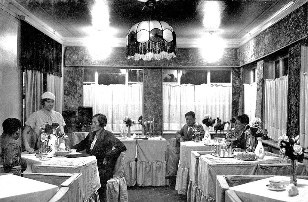 Заглянем в кафе и рестораны советской эпохи (по страницам истории)